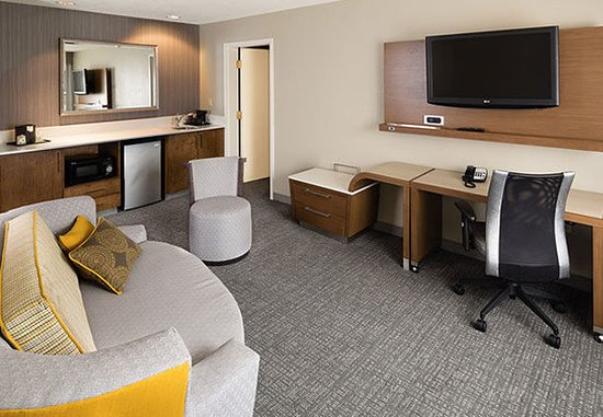 Earth City, MO: King Suite