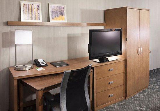 Сайпресс, Калифорния: Suite Work Desk