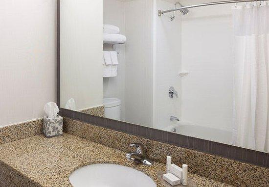 Сайпресс, Калифорния: Suite Bathroom