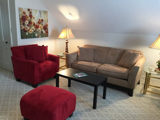 Hermann, MO: The living room of the In The Clouds Suite