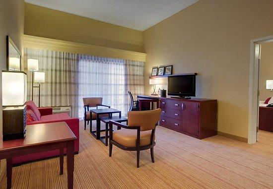 Sandston, VA: King Suite Living Room