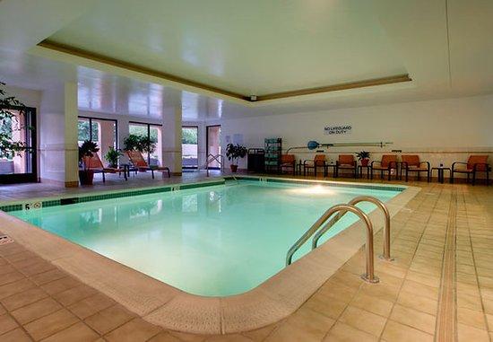 Sandston, VA: Indoor Pool & Spa