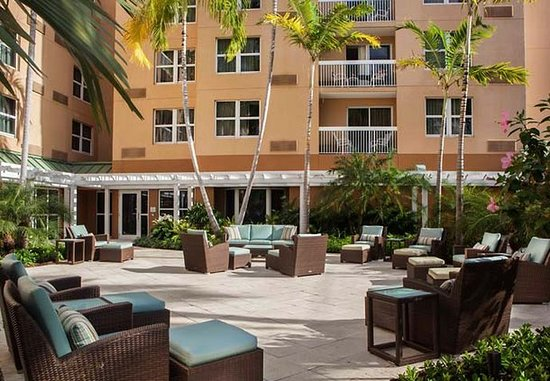 Courtyard Miami Aventura Mall: Outdoor Patio