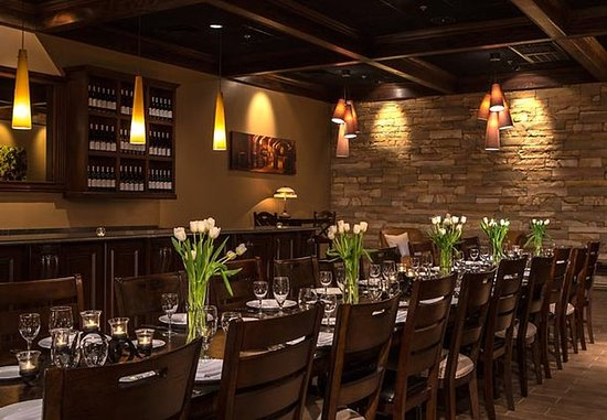Kingsport, TN: Fieldstone Cellar - Event Setup