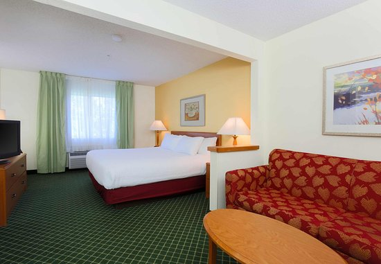 Zanesville, OH: Larger King Guest Room