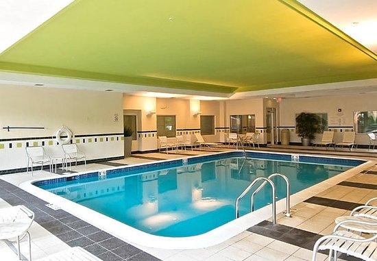 Fairfield Inn & Suites Hartford Airport: Indoor Pool