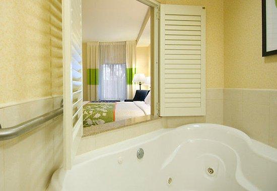 Auburn, ماساتشوستس: Whirlpool Suite