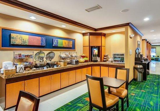 Auburn, ماساتشوستس: Breakfast Buffet