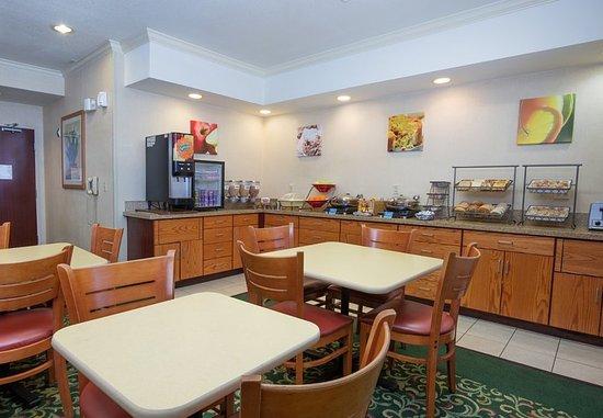 Vacaville, Калифорния: Breakfast Dining Area