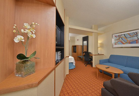 Williamsport, PA: Double/Double Studio Suite – Living Area