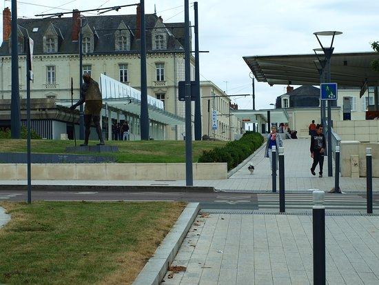 Hotel le Progres : Вокзал