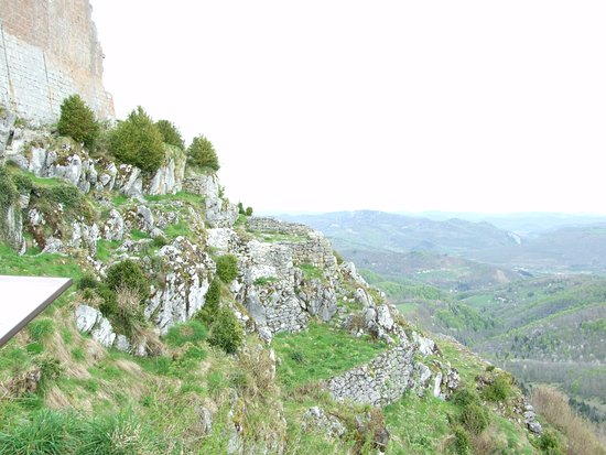 Montsegur, فرنسا: Side of Chateau
