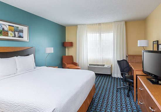 Lee's Summit, MO: King Guest Room
