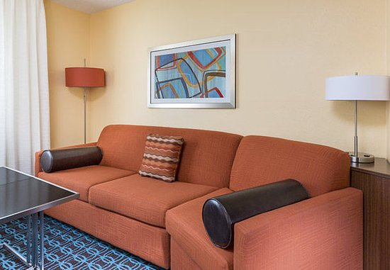 Lee's Summit, MO: Executive King Suite – Living Area