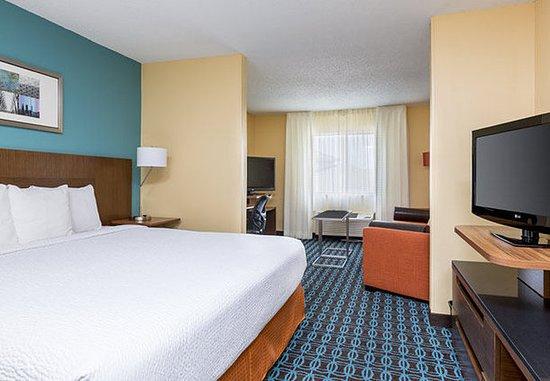 Lee's Summit, MO: Executive King Suite – Sleeping Area