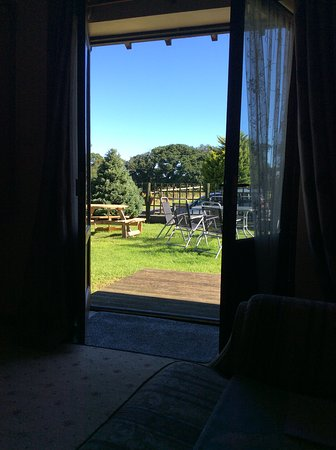 Llandwrog, UK: Looking out of the lounge in the morning.