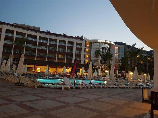 Pineta Park Deluxe Hotel: 20160718_205054_large.jpg