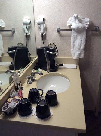 Inn at Seaside: 2nd sink outside of rest room