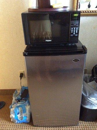 Inn at Seaside: Large fridge & microwave in room
