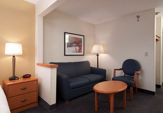 Joliet, IL: Executive King Guest Room – Sitting Area