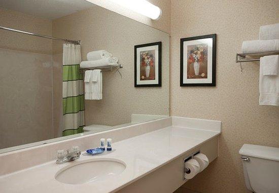 Joliet, IL: Guest Bathroom