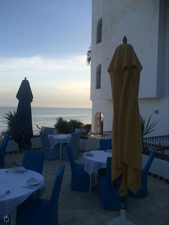 Hotel Dar Hayet: Dîner au bord de la piscine