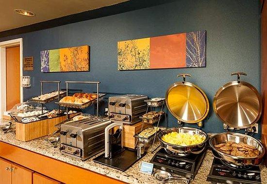 Brunswick, ME: Breakfast Buffet