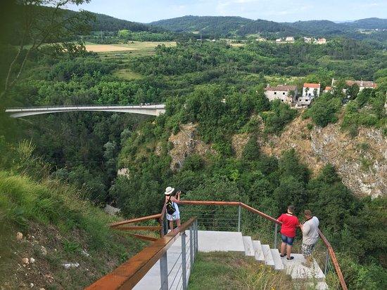 Pazin, Croazia: En unik oplevelse af de store i et smuk kløft med adrenalin udfordringer.  For både børn og voks