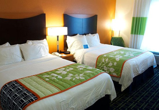 Beloit, WI : Queen/Queen Guest Room