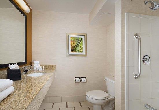 Germantown, MD: Guest Bathroom