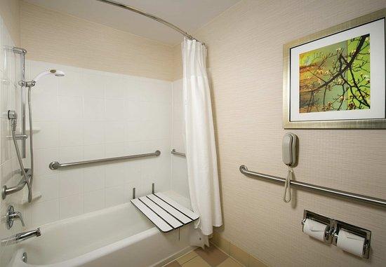 Germantown, MD: Accessible Guest Bathroom
