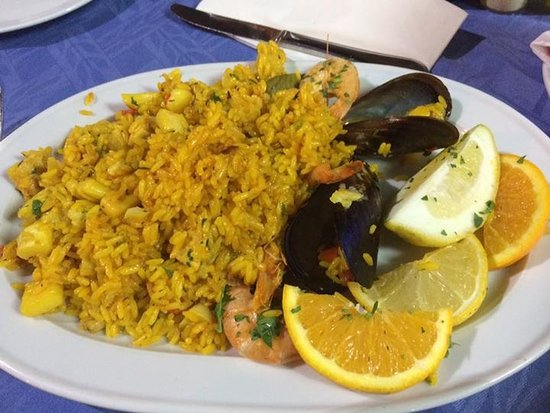 Green Park Apartments: Paella from restaurant nearby