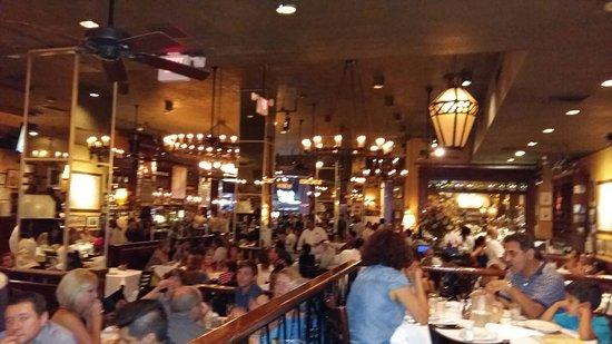 Excelente restaurant italiano en pleno times square los for Carmines nyc