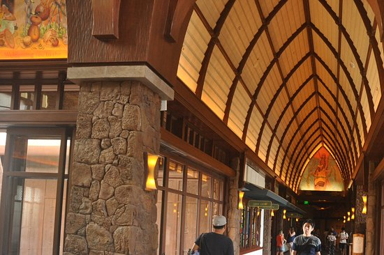 Aulani, a Disney Resort & Spa: The Lobby