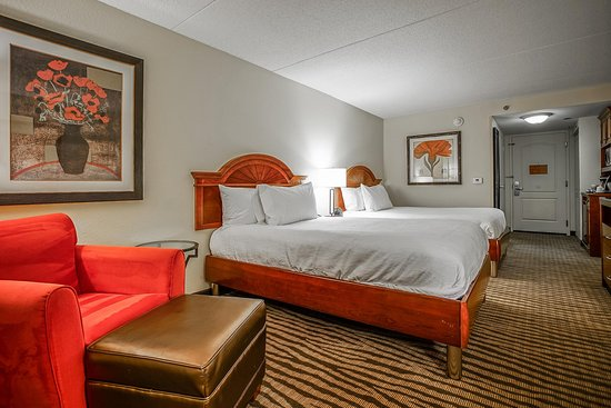 Kankakee, IL: 2 doubles junior suite