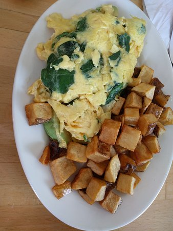 Ardmore, Pensilvania: Spinach Avocado American cheese omelette and potatoes, nyum!