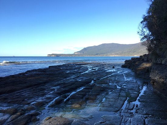 Eaglehawk Neck, Australia: Truly amazing what nature can do! Just a short detour off the main road & a 5 minute walk down a