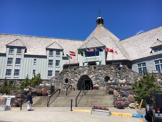 ‪‪Timberline Lodge‬, ‪Oregon‬: Front entrance to Timberline Lodge‬