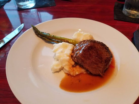 Morehead City, NC: I got the Rosemary Beef , asparagus, mashed potatoes, garlic demi-glace