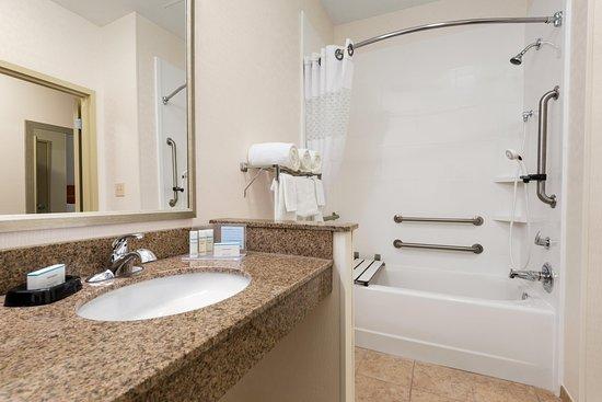 Woodbury, MN: Accessible Guestroom Tub