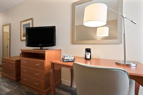 Woodbury, MN: Accessible Guestroom Desk