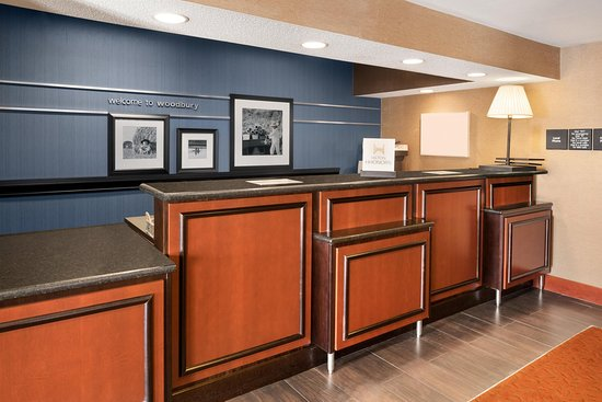 Woodbury, MN : Front Desk