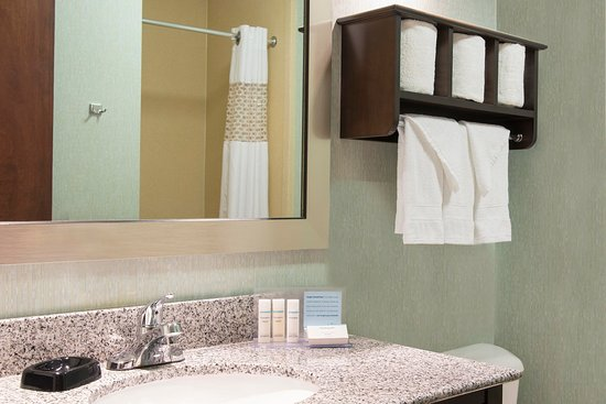 Kokomo, IN: King Deluxe Bathroom