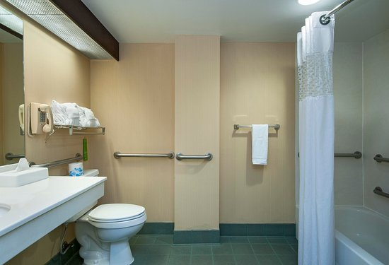 Travelers Rest, SC: Accessible Bathroom