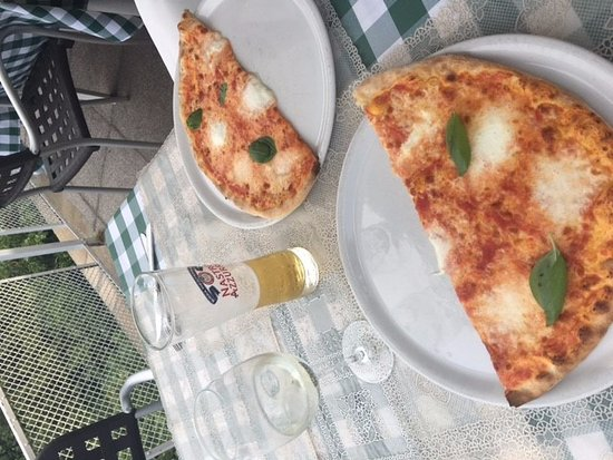 Брунате, Италия: Close up of Bufula Pizza