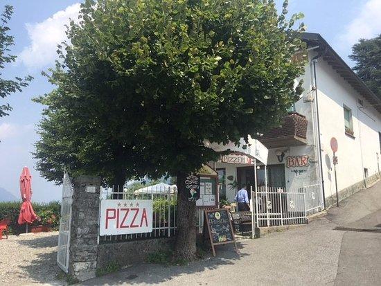 Брунате, Италия: Outside restaurant