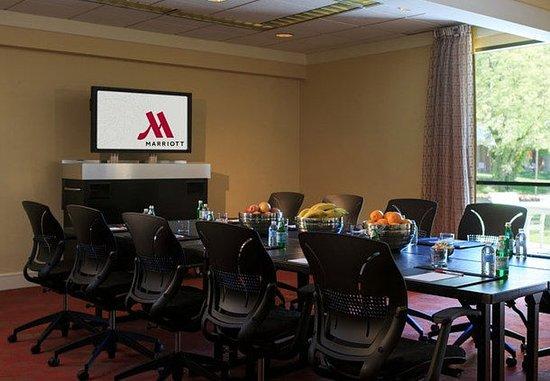 Lincolnshire, IL: Advisory Boardroom
