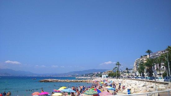 Midi Plage : Busy Little Beach