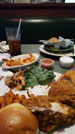 Pocomoke City, Μέριλαντ: Oh my Goodness!! Good food.. sweet potato  fries is to die for.. my 2nd visit here.. waiters are