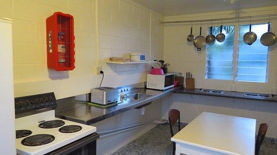 Coromandel TOP 10 Holiday Park: Communal Kitchen